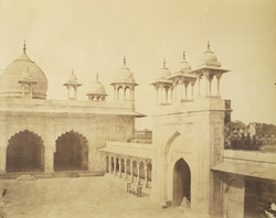 The Mote Musjid, Agra. Right hand.